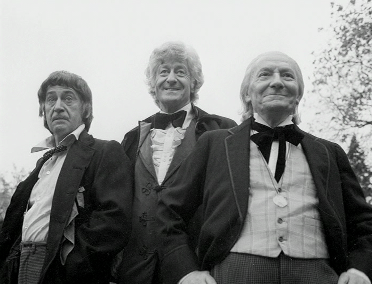 """Da sinistra: Patrick Troughton, Jon Pertwee e William Hartnell in """"The Three Doctors"""", special del 10° Anniversario."""
